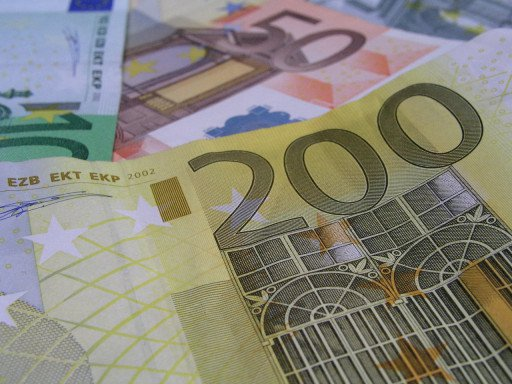 Pound (GBP) Holds Steady Despite Light Economic Calendar, Risk-Sentiment Up
